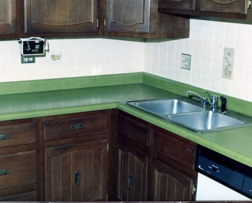 Island Transformations is a team of refinishing professionals with over two decades of glazing and painting experience.
